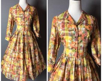 Vintage 50s dress / 1950s dress / shirtwaist dress / floral print  / plaid dress / fit and flare dress / day dress / party dress / 8331