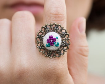 Cocktail ring with hand embroidered flower r002