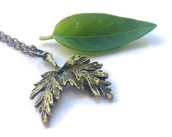 Leaf necklace, oak tree necklace, plant necklace, nature inspired jewellery, oak leaf pendant, autumn leaf necklace, inspirational