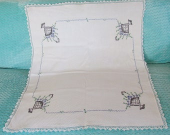 Vintage Embroidered Tablecloth  Very Elegant!