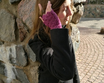 Fingerless gloves, lacy purple, plum arm warmers, wrist warmers, wristers, texting gloves
