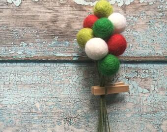 Happy House Pom Cluster | Christmas