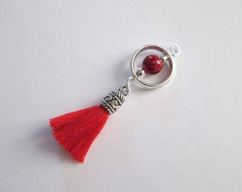 breloque boho perle rouge, pompon coton  59 x 17 mm