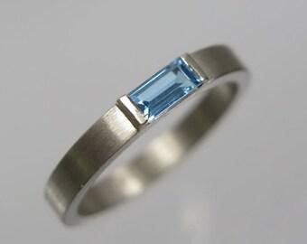 Ring baguette 585 white gold, topaz blue