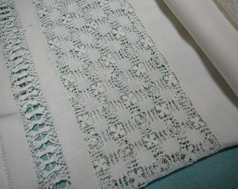 Small Square Vintage LINEN TABLE TOPPER: White with Drawn or Pulled Thread Work Lace