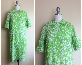 70s Green and White Abstract Print Shift Dress / 1970s / 70s Vintage Short Sleeve Mod Volup Day Dress / Large