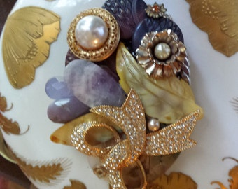 Vintage jeweled buckle by petronella