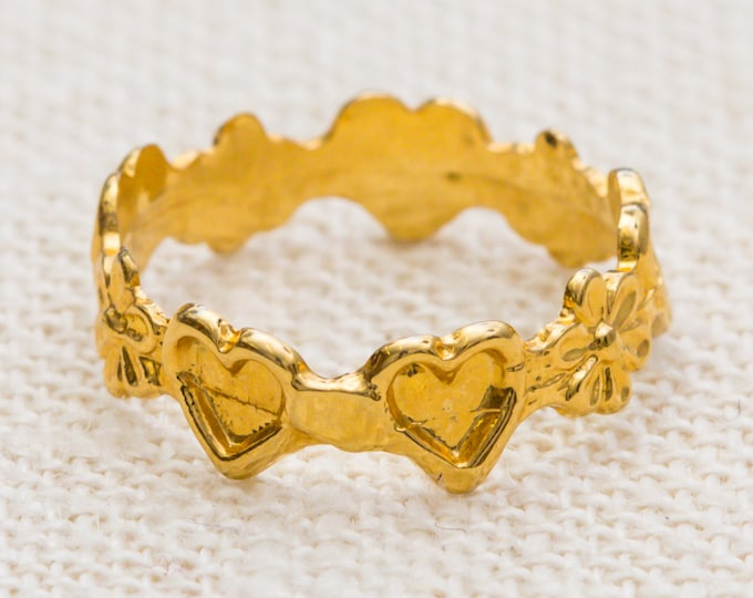 Heart and Flower Vintage Ring Gold Metal Tiny Delicate US Womens Size 4.5 7RI