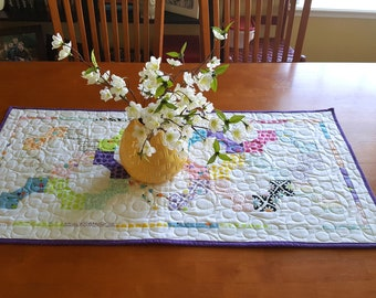 Spring Quilted Table Runner, Spring Table Centerpiece, Easter Table Topper, Easter Tablerunner, Spring Table Decor