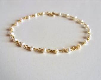 Pearl bracelet / 14K gold vermeil / Delicate gold bracelet / freshwater pearl dainty bracelet / wedding jewelry / pearl rosary bracelet