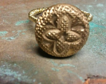 Antique Victorian floral gold button ring