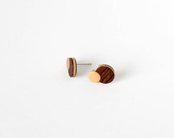 Minimalist double circle oak and rosegold color intarsia earstuds - modern earrings with natural wood and bronze