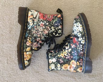SUPER-RARE Dr Martens in coveted floral print!