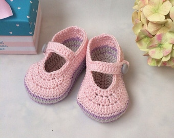 Crochet baby booties Pink booties Mary jane booties Pram shoes Baby booties Newborn booties Crib shoes Baby mary janes Little baby shoes