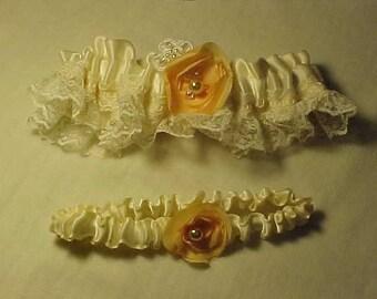 Dentelle et fleurs fait à la main au point mousse de mariage JARRETIÈRE SET-Off White & pêche-mariée jarretière-souvenir jarretière-Toss