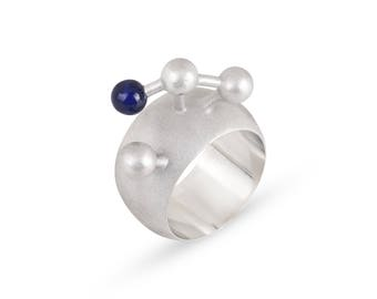 Big statement ring with lapis lazuli. Geometric silver ring.