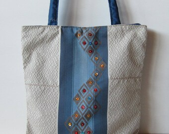 Hand-embroidered beige fabric bag with sequins, beading, with central headband, unique pattern, hand-made handbags, hand-embroidered handbags