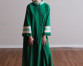 1970s Vibrant Emerald Green and Teal Button Down Robe - Duster - Dress - Loungewear - Oversized - Flannel - Disco - Mom - Badass • L