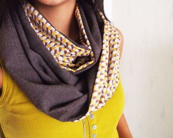 Collar Snood doubled mid-season, graphic patterns retro, triangles mustard yellow
