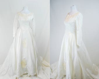 1940s 50s Wedding Gown // Vintage Long Sleeve Wedding Gown // 40s 50s Princess Gown // Post War Wedding Gown // New Look Wedding Dress / 50s