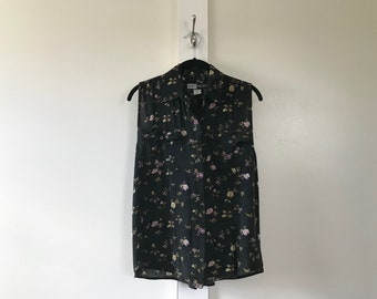 Vtg 90s Women's Small Black Floral Sleeveless Blouse w/ Collar & Button Front