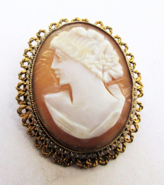 Beautiful vintage ornate gold plated shell cameo pendant or brooch