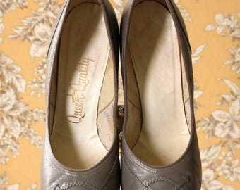vintage 1950s pumps <> 1950s gray pumps <> 50s round toe pumps in gray