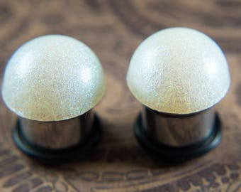 Pretty pearl single flare ear plugs with O-ring and  crystal clear gems, 8g - 5/8""