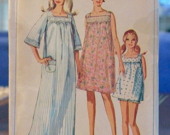 Vintage Simplicity Pattern Nightgown Uncut