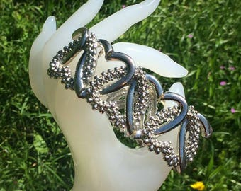 Vintage silver tone ladies love heart bracelet in fantastic condition in gift pouch