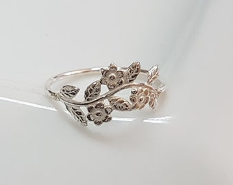 Silver vine ring, Floral ring for women, romantic ring sterling silver