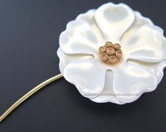 Vintage White Enamel Flower Pin Gold Tone Stem Brooch Mother of Pearl Iridescent Coating Excellent Condition
