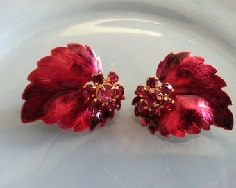 Vintage 1950s Gold Toned Metal and Fuscia Pink Floral Leaves Clip Earring Set