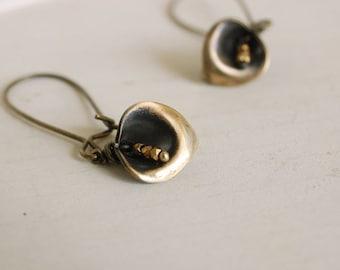 calla lily earrings, flower dangles, brass flower drops, botanical earrings, calla lily jewelry