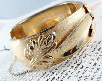 Vintage Gold Bangle with Leaves and Fronds Relief