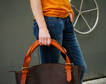 Brown and orange leather  bag witch clutch