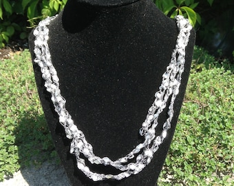 Ladder Yarn Necklace (Pearl White)