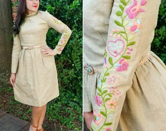 1950s Vintage Burlap Turtle Neck Dress with Pastel Hand Embroidered Sleeves High Neck Gathered Waist Skirt Heart Embroidery Size Small