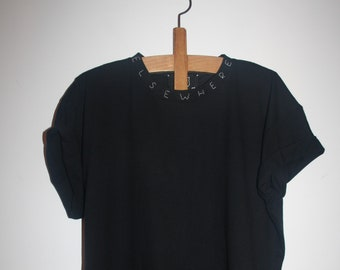 T-SHIRT HAND EMBROIDERED Detail message in your neck-elsewhere-neckline size m leaf clothing handmade