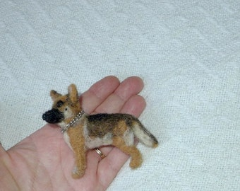 Pet gift  Pet Portrait /Custom Pin / Needle Felted Miniature Portrait of Your Pet / Personalized just for You