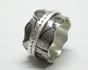 Floating Dandelion Spinner Ring with Two Hammered Spinners
