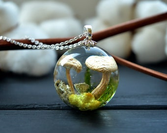 Mother gift Mushroom necklace Mushroom jewelry Miniature terrarium with real mushrooms and moss Terrarium jewelry Gift for women