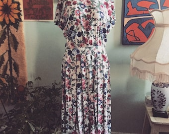 Gorgeous 1980s floral mid length dress size med