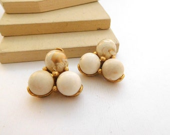 Vintage White Beige Gold Bead Triad Cluster Clip On Earrings J40