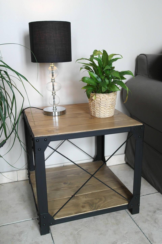 petite table basse style loft bois et acier. Black Bedroom Furniture Sets. Home Design Ideas