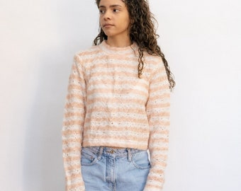 Super cute vintage 1980s white & pink loose knitted long sleeve cropped fitting sweater