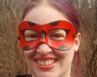Rote Marienkäfer-Domino-Maske - Runde Kanten geformt Ledermaske - Cosplay Kostüm