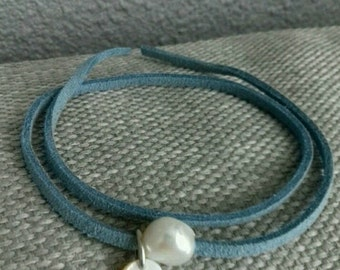 Blue bracelet with freshwater pearl