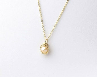 Pearl Necklace, 14KT Gold, Freshwater Pearl and Solid Gold Necklace, Pearl Pendant, Small Gold Necklace, June Birthstone, Gift for Her