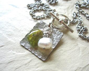 Peridot Necklace, Peridot Gemstone Freshwater Pearl Necklace, Green Peridot, Peridot Jewelry, Birthstone Necklace
